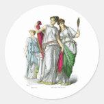 Sacerdotisa del griego clásico y mujeres nobles etiqueta redonda