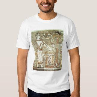 Sacerdotisa en un altar, detalle de a camisas