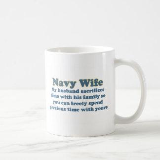 Sacrificio de la esposa de la marina de guerra tazas
