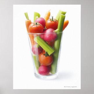 Sacudida de la verdura cruda póster