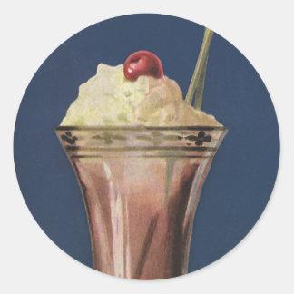 Sacudida del helado del vintage, crema azotada y pegatinas redondas