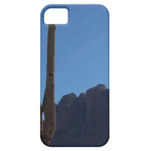Saguaro contra el cielo azul y la colina funda para iPhone 5 barely there