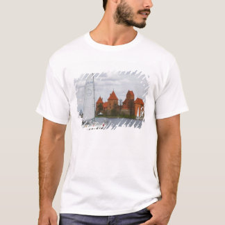 Sail boat with Island Castle by Lake Galve, T-Shirt