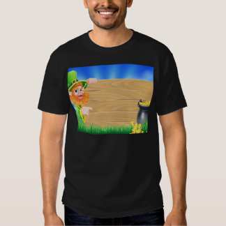Saint Patricks day leprechaun scene T-Shirt