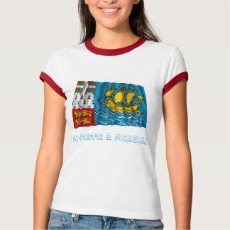 Saint Pierre y bandera que agita de Miquelon con T-shirts