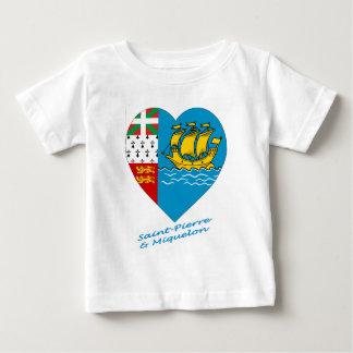 Saint Pierre y corazón de la bandera de Miquelon Tshirt