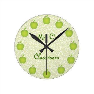 Sala de clase verde personalizada de Apple Reloj Redondo Mediano