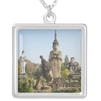 Sala Keo Kou, Nong Khai, Tailandia Collar Plateado