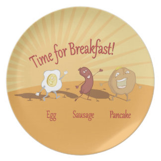 Salchicha del huevo del desayuno y placa de la cre platos de comidas