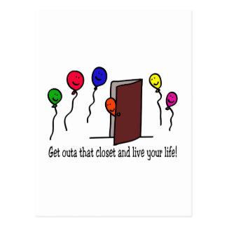 ¡Salga del armario, usted tienen una vida a vivir! Tarjeta Postal