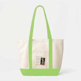 Salga del sitio en el jardín… bolsa de mano