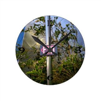 Salga la muestra reloj redondo mediano