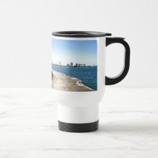 Salga para ver el horizonte de Chicago Tazas De Café
