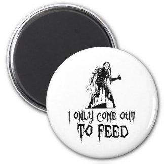 Salgo solamente alimentar al zombi imán redondo 5 cm