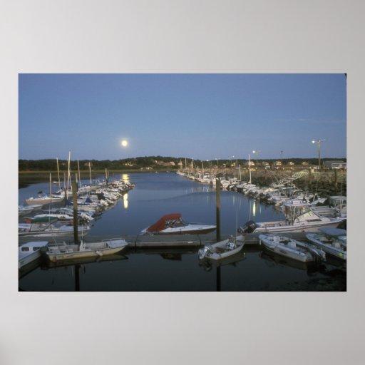 Salida de la luna Cape Cod del puerto de Wellfleet Posters