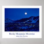 Salida de la luna de la montaña rocosa impresiones