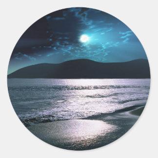Salida de la luna de la playa de la tranquilidad pegatina redonda