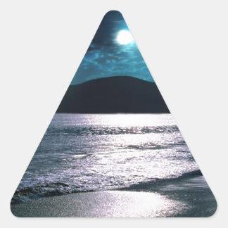 Salida de la luna de la playa de la tranquilidad pegatina triangular