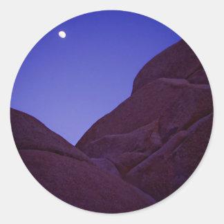 Salida de la luna de la yuca pegatina redonda