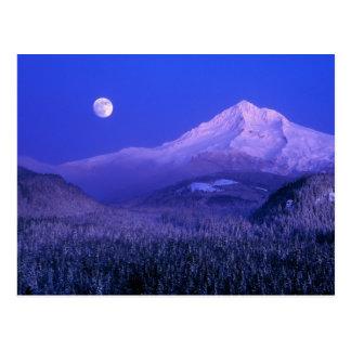 Salida de la luna durante el invierno de la postales