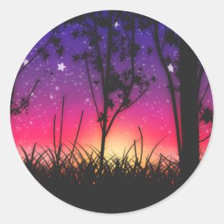 Salida de la luna rosada púrpura azul de la puesta pegatina redonda