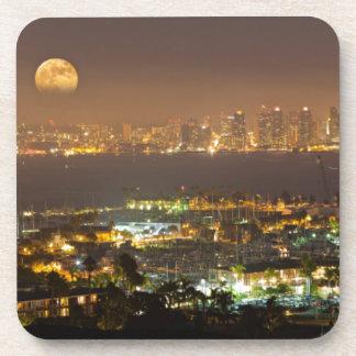 Salida de la luna sobre el horizonte de San Diego Posavasos De Bebida