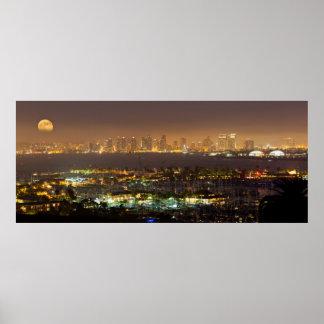 Salida de la luna sobre el horizonte de San Diego Póster