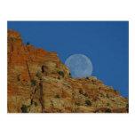 Salida de la luna sobre los acantilados en Zion Postales