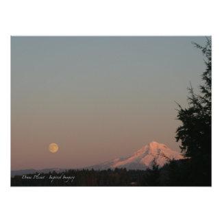 Salida de la luna y capilla del Mt. Fotografía
