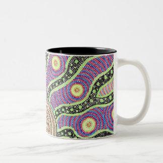 salida del sol aborigen taza de dos tonos