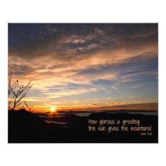 Salida del sol ahumada de Mtn/cómo es glorioso… J Arte Con Fotos