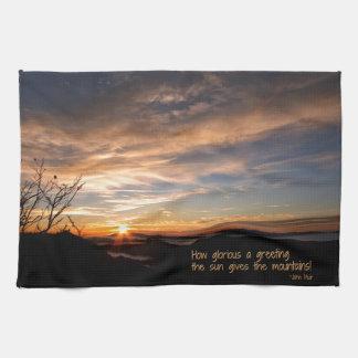 Salida del sol ahumada de Mtn cómo es glorioso… J Toalla De Mano