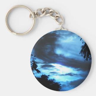 Salida del sol azul en las nubes llavero personalizado