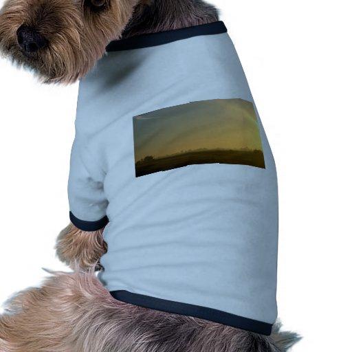 salida del sol brumosa camisa de perrito