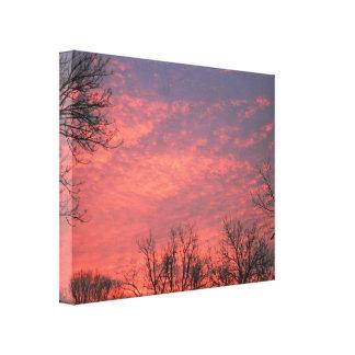 Salida del sol con las nubes vivas lona envuelta para galerías