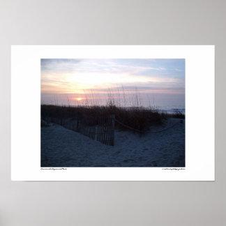 Salida del sol con Seagrass y la cerca Poster
