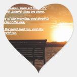 salida del sol con verso de la biblia pegatina en forma de corazón