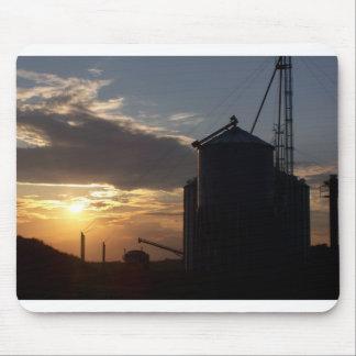 Salida del sol de CornDryer Tapetes De Ratón