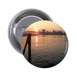Salida del sol de East River en Nueva York Pin
