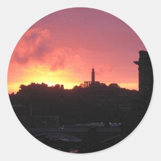 salida del sol de Edimburgo que sorprende Pegatina Redonda