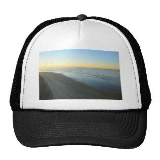 Salida del sol de Huntington Beach en la playa Gorras