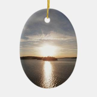 Salida del sol de la bahía de Clearwater Adorno Navideño Ovalado De Cerámica
