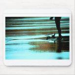 Salida del sol de la persona que practica surf tapetes de raton