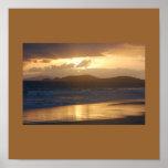 Salida del sol de la playa de Zoni Posters