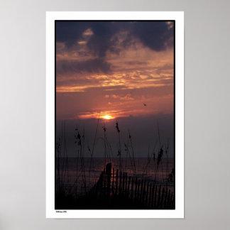 Salida del sol de la playa póster