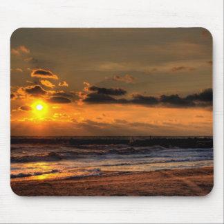 Salida del sol de la playa tapetes de ratón