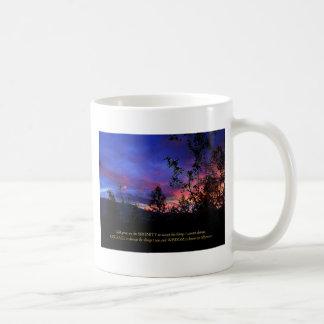Salida del sol de la primavera del rezo de la taza clásica
