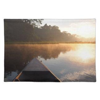 Salida del sol de la selva tropical del Amazonas Mantel