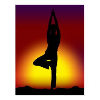 Salida del sol de la yoga tarjetas postales