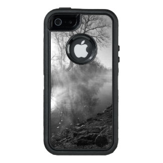 Salida del sol de niebla de la mañana del río funda OtterBox defender para iPhone 5